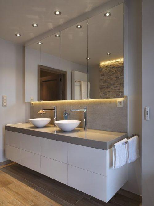 10x Badkamer met spotjes - Badkamers voorbeelden