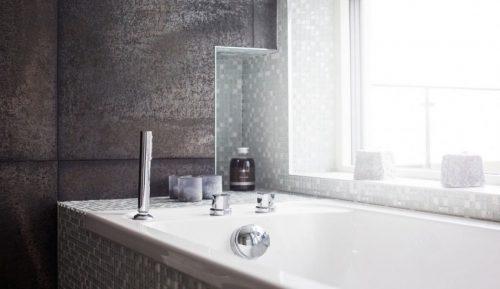 Elegante badkamer met mintgroene mozaïektegeltjes (3)