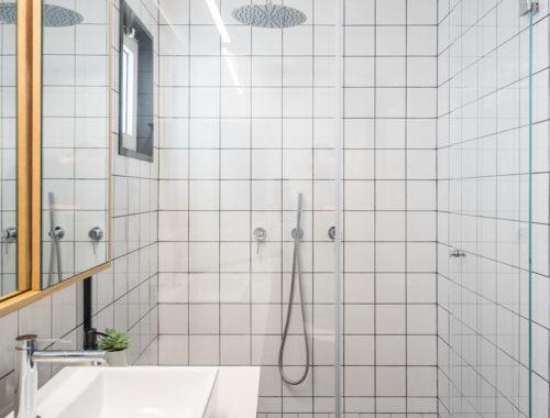 Kleine badkamer met een slim ontwerp