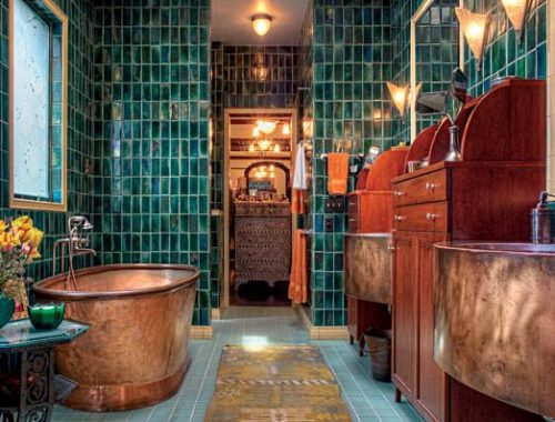 Antieke badkamer met koper