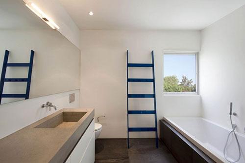 Badkamer met betonnen werkblad wastafel combinatie