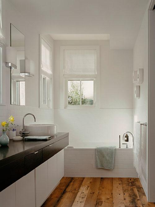 Badkamer met grove houten vloer badkamers voorbeelden - Badkamer houten vloer ...