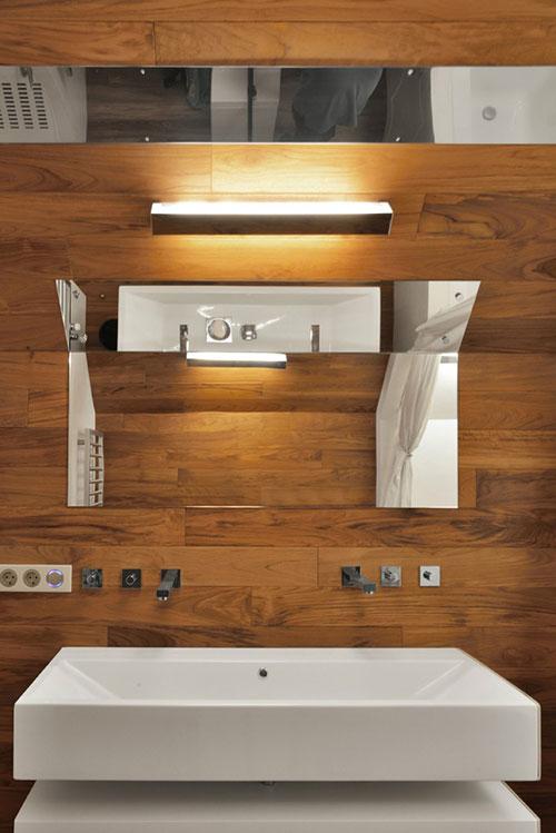 Badkamer met hout en natuursteen badkamers voorbeelden - Badkamer exotisch hout ...