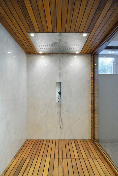 Badkamer tegels hout badkamers voorbeelden mooie italiaanse badkamer met houten vloer - Badkamer exotisch hout ...
