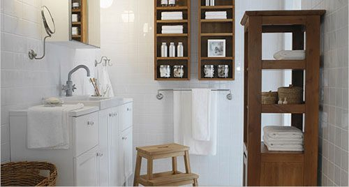 Badkamer met houten ikea meubels