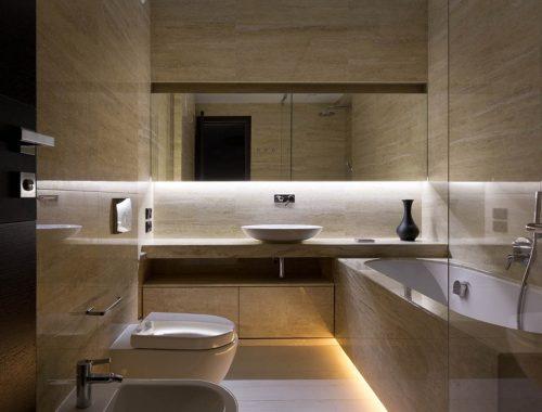 Badkamer met licht beige marmer