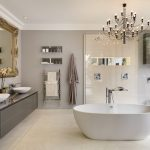 Badkamer met luxe materialen en oplossingen