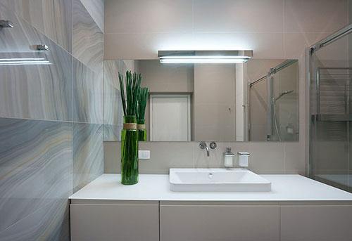 Badkamer met mooie marmeren tegels badkamers voorbeelden - Mooie badkamers ...