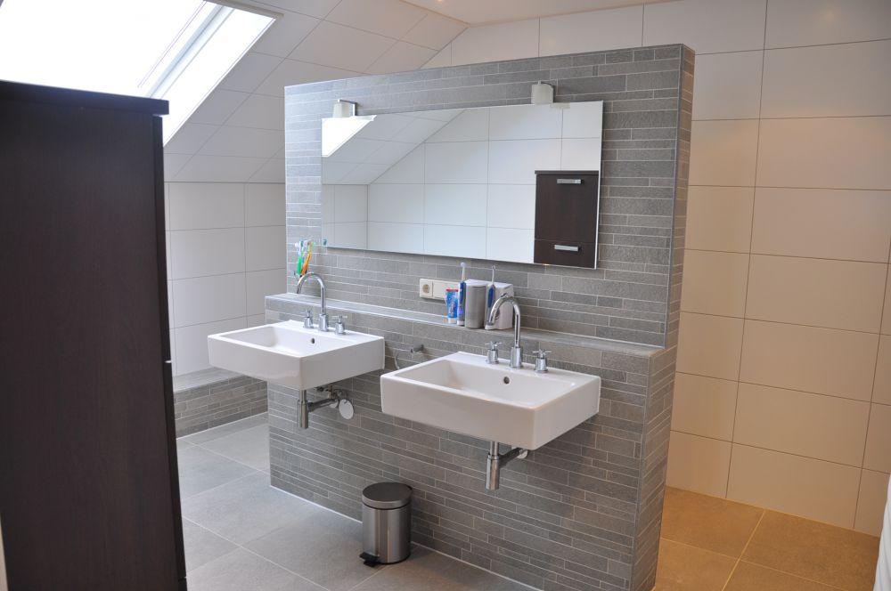 Badkamer met natuursteen scheidingswand badkamers voorbeelden