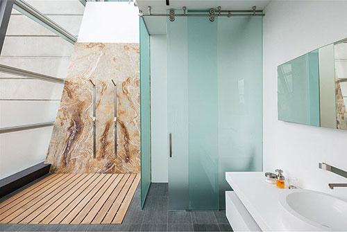 Badkamer ontwerp met apart toilet