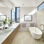 Badkamer ontwerp met lichte neutrale kleuren