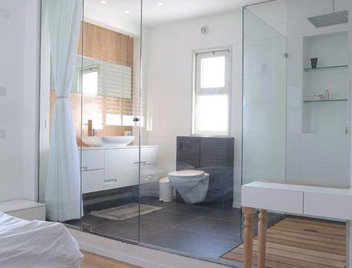 Badkamer penthouse met strakke lijnen