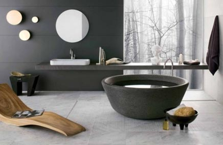 Badkamer met ronde vrijstaande bad