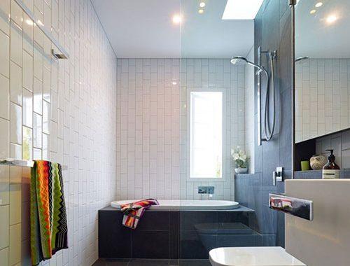 Badkamer met simpele, praktische en mooie inrichting