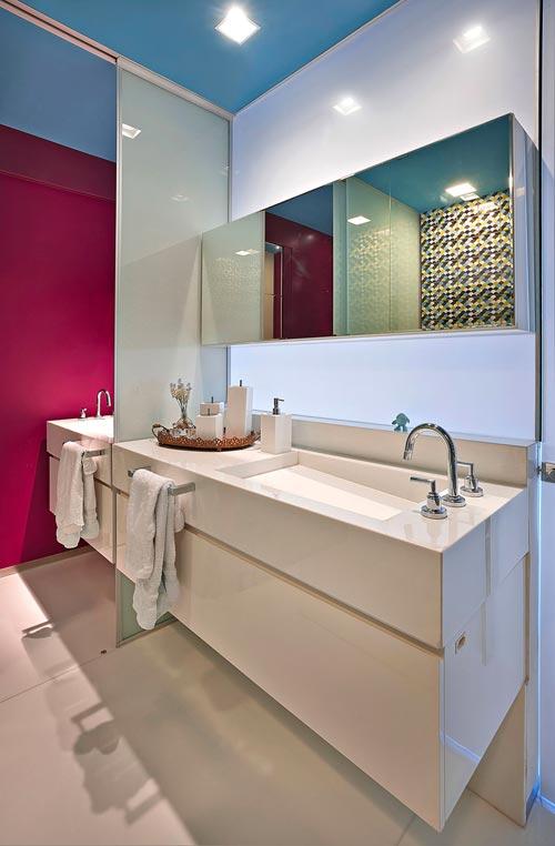 Badkamer met sterke kleuren en patronen