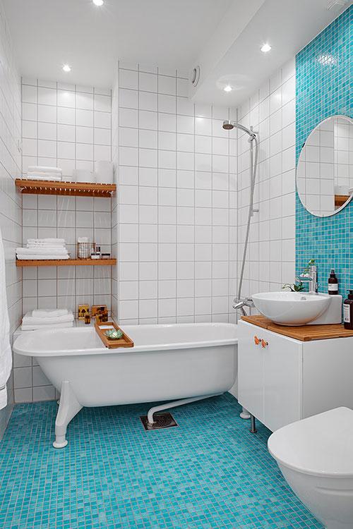 Badkamer met turquoise moza ek vloer badkamers voorbeelden - Badkamer turkoois ...