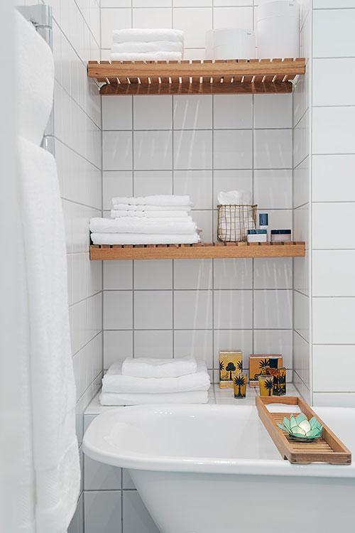 Badkamer met turquoise mozaïek vloer