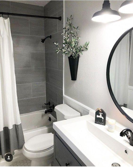 badkamer wanddecoratie vaas aan wand
