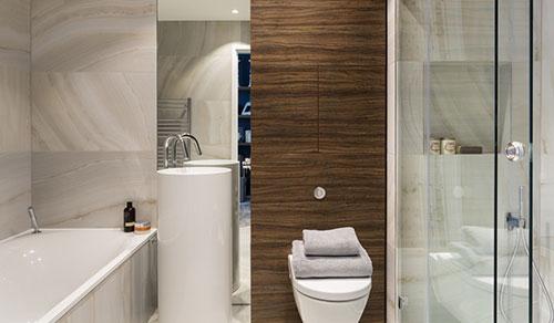 Badkamer met warme luxe uitstraling