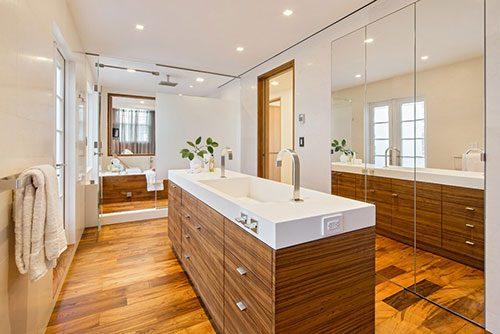 Badkamer met wastafel eiland