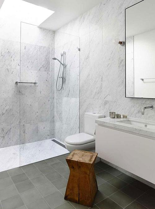 Badkamer Marmer Tegels.Badkamer Met Wit Marmer En Grijze Tegels Badkamers Voorbeelden