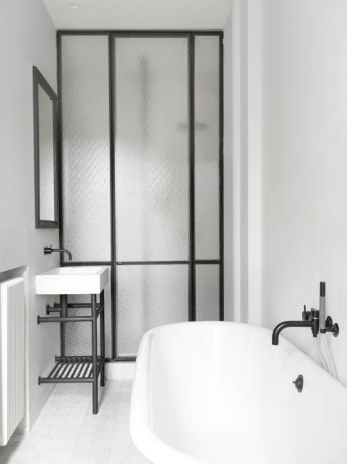 Badkamer met zwarte tinten en stijlvolle details