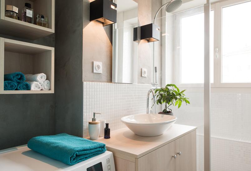 badkamerontwerp met grijs betonstuc en turquoise blauwe muren badkamers voorbeelden. Black Bedroom Furniture Sets. Home Design Ideas