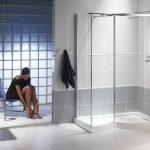 Badkamer met strakke inloopdouche van glas