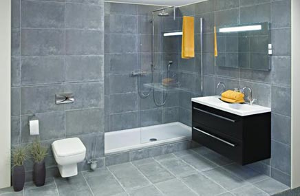 Grijze badkamer met inloopdouche van Wooning - Badkamers voorbeelden