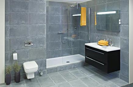 Badkamer van wooning met rode mosaic tegeltjes badkamers voorbeelden