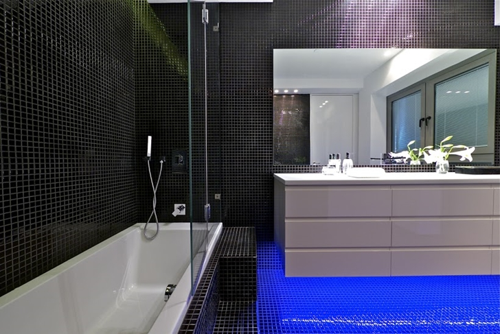 Blauwe led verlichting in moderne penthouse badkamer badkamers voorbeelden - Moderne badkamer badkamer ...