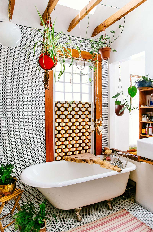 Bohemian badkamer Urban jungle met pennytiles