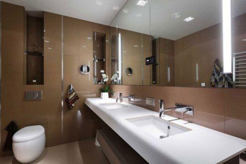 Badkamers voorbeelden » Bruine wandtegels in luxe badkamer