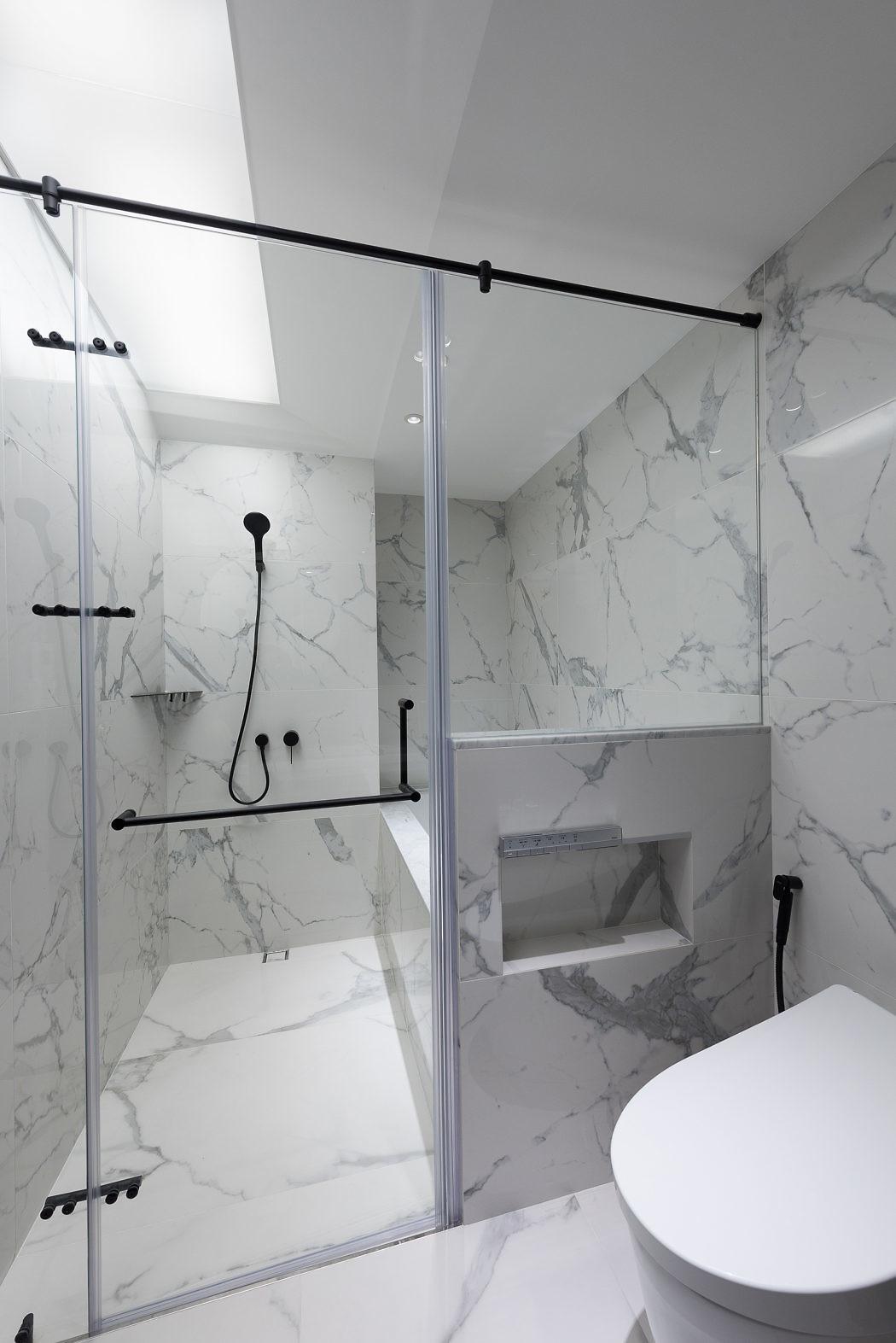 Chique badkamer met natte en droge gedeelte