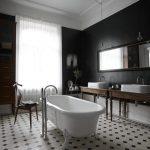 Chique klassieke badkamer door Lotta Agaton