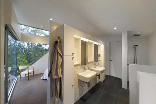 Complete badkamer in slaapkamer