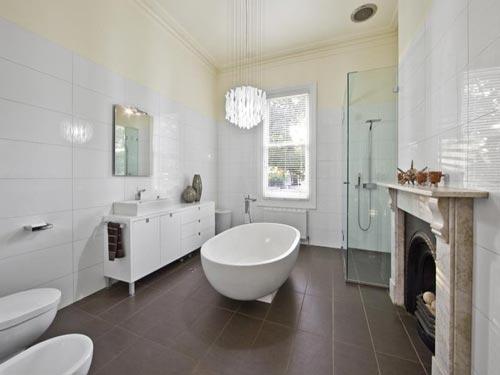 Complete badkamer met vrijstaand bad badkamers voorbeelden