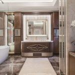 De drie chique klassieke badkamers van een Frans appartement