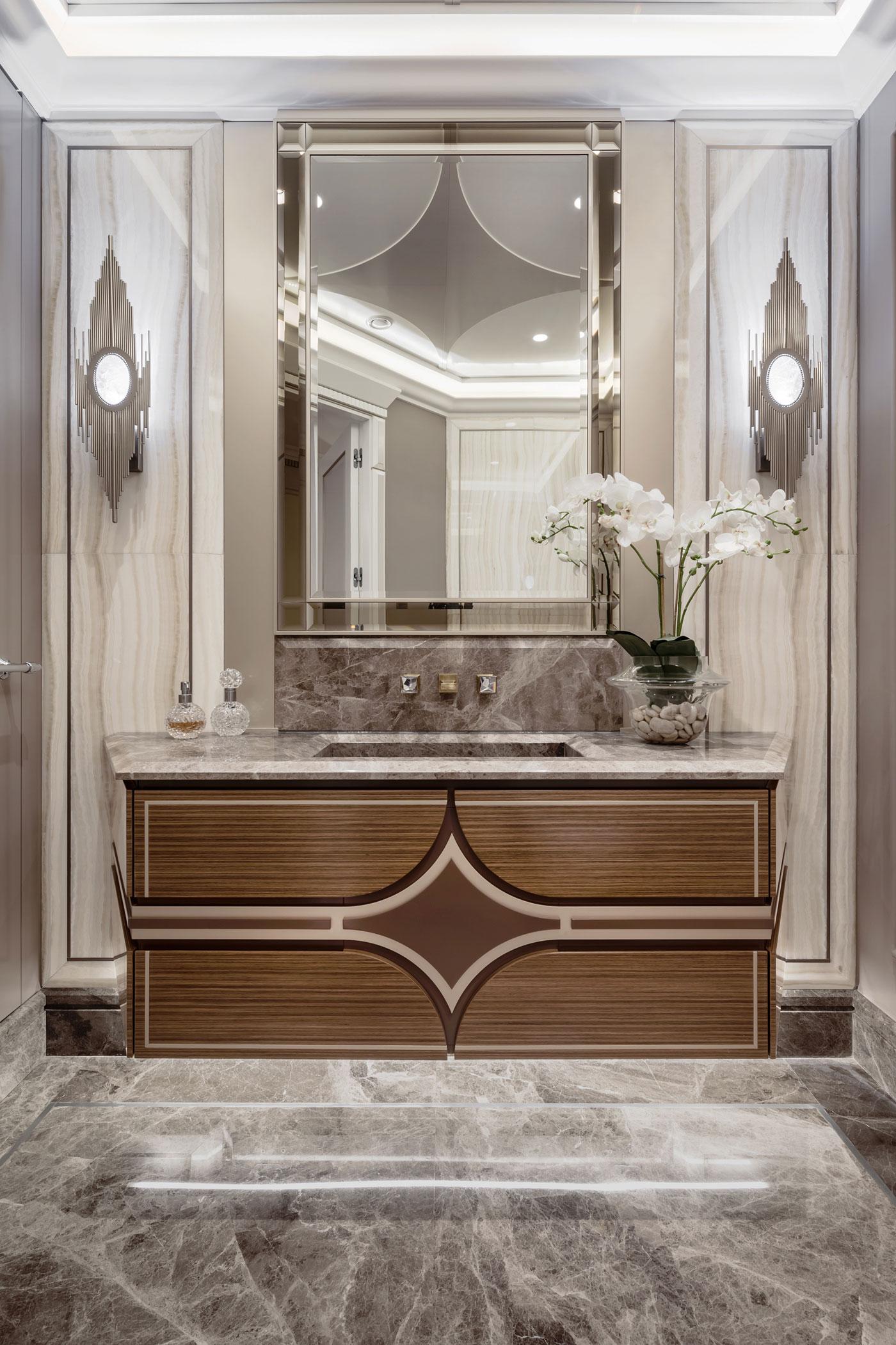 Badkamers voorbeelden de drie chique klassieke badkamers van een frans appa inloopdouche frans - Klassieke badkamer meubels ...