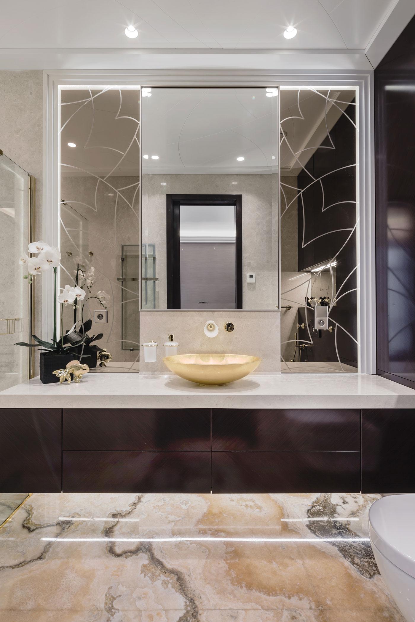 De drie chique klassieke badkamers van een frans appartement badkamers voorbeelden - Klassieke chique decoratie ...