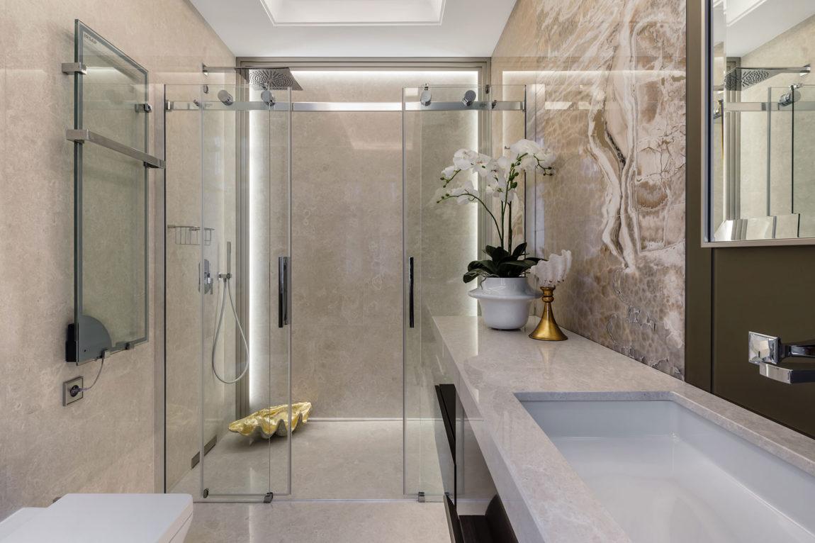Chique klassieke badkamer door