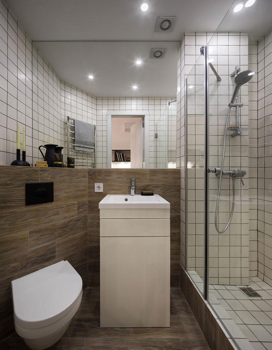 De kleine badkamer van een klein appartement van 17m2