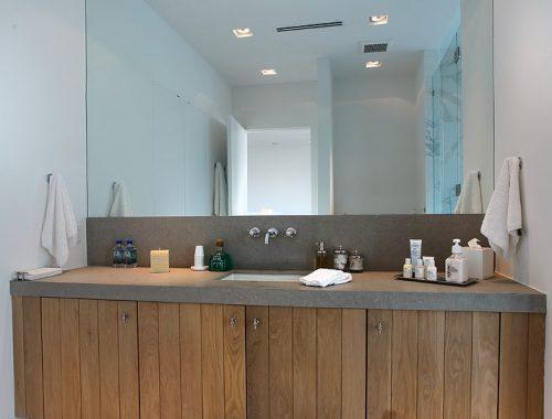 De luxe badkamer van een ultra luxe villa uit Miami