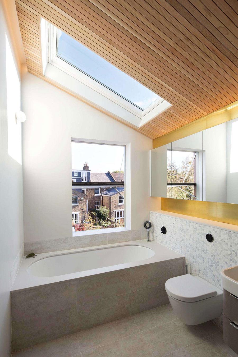 De stijlvolle badkamer van architect Neil Dusheiko