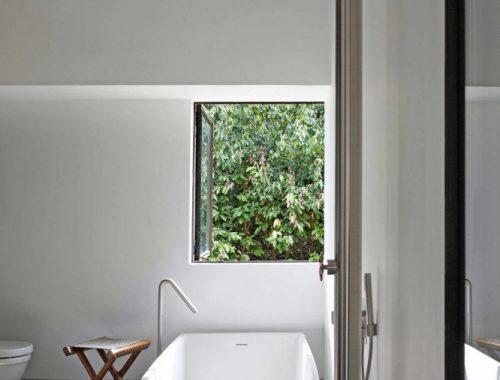 Moderne badkamer met donkere kleuren badkamers voorbeelden - Deco master suite met badkamer ...
