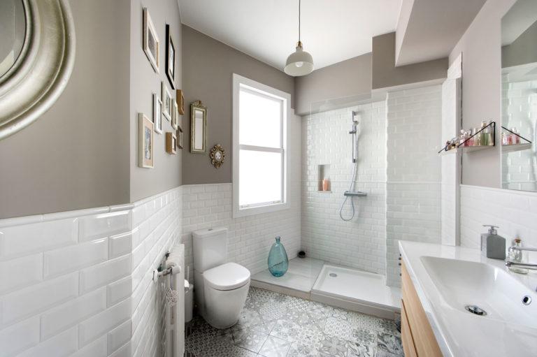Deze badkamer heeft een exotisch Spaans tintje gekregen - Badkamers ...
