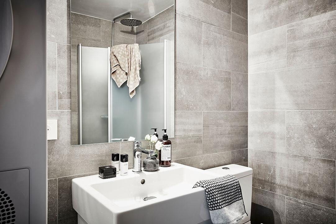 Kleine Praktische Badkamer : Deze kleine badkamer is zowel mooi als praktisch ingericht