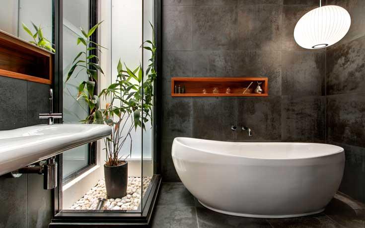 Deze moderne badkamer heeft een Balinese sfeer gekregen