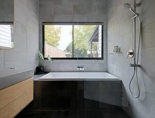 Deze moderne badkamer is ontworpen door Excelsior Master Builder