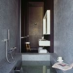 Donkere badkamer van Hotel Districto Capital